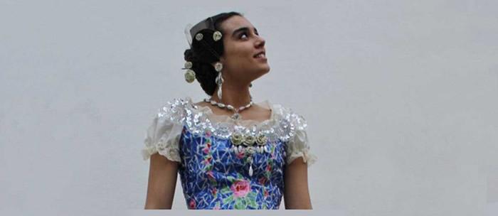 180-plastik-siseden-yapılan-geri-donusum-elbisesi