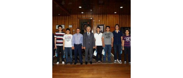 tubitak-kimya-olimpiyatlari-turk-milli-takimi-ogrencilerinden-ataturk-universitesi-ne-ziyaret