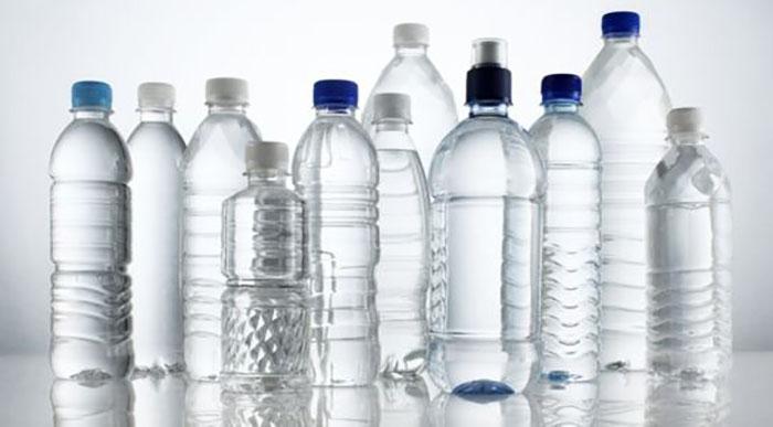 mutfaktaki-plastik-sisedeki-temizlik-maddelerinin-icilmesi