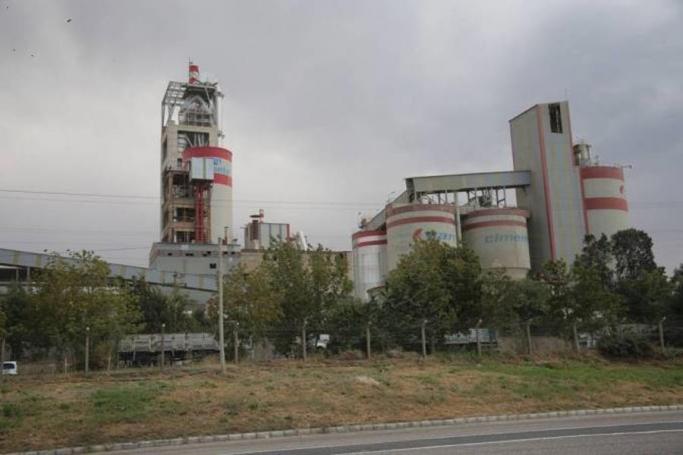cimento-fabrikasi-50-yildir-atiklarini-van-golu-ne-birakiyor