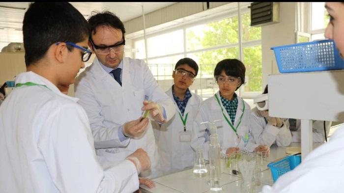 """Çocuk Üniversitesinde """"Laboratuvardan Hayata Kimya"""""""