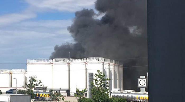 İkitelli Organize Sanayi Bölgesinde Bir Fabrikanın Yağ Depolarında Yangın Çıktı