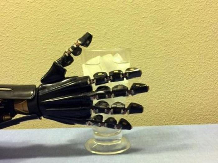 "yapay deri robotik ele dokunma hissi veriyor - Yapay ""Deri"", Robotik Ele Dokunma Hissi Veriyor!"
